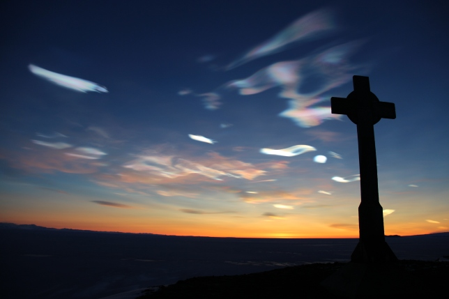 HSM-19_George_Vince's_Cross_with_nacreous_clouds